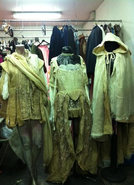 en el taller de María Calderón, los trajes fueron tratados teñidos pintados y ambientados para su aspecto final